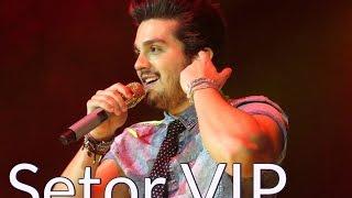 """Setor VIP : : Luan Santana canta """"Chuva de Arroz"""" no show """"Acústico in Concert""""."""