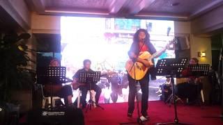 """Lolita Carbon singing """"Kahapon at Pag-Ibig"""""""
