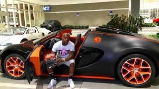 Floyd Mayweather Shows Off His Money Jewelry and Life Style With The Money Team In Los Vegas