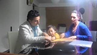 EL NIÑO CON BIGOTE, lectura por la familia Casas Gil MVI 6118