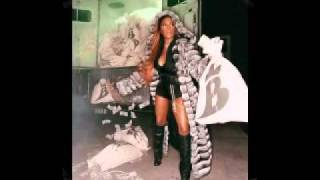 Lil Kim - Grindin Makin Money (Feat. Bir)