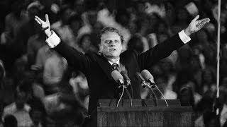 Evangelist Billy Graham, 99, dies in his North Carolina home