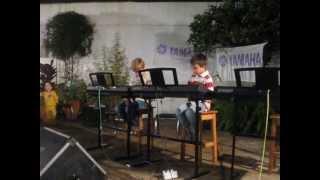 Juan Manuel tocando la Lambada con Juan Ignacio, Instituto Yamaha Corrientes
