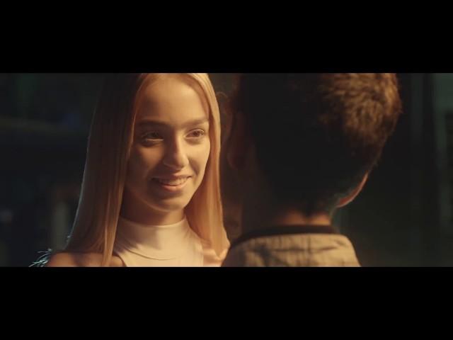 Videoclip de Los Amigos Invisibles feat. Elastic Bond - Espérame