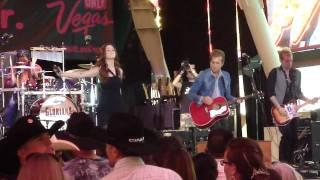 Gloriana - Lead Me On (Live Fremont Street)