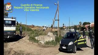 CROTONE: GDF E CARABINIERI FORESTALI BLOCCANO DETURPAMENTO DI UNA COLLINA