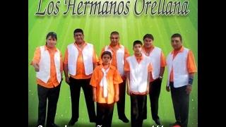 LOS HERMANOS ORELLANA 2015 Vestido de blanco, vestido de negro