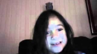 Menina de 7 anos se assistindo na web cam