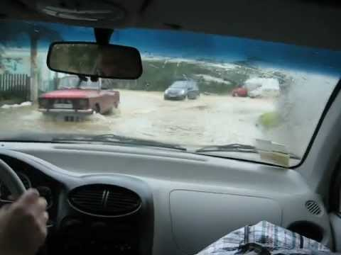 Chinese car QQ big flood in Nadvirna, Ukraine.avi