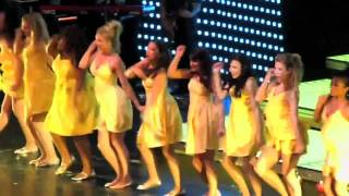 Glee Live: Halo/ Walking on Sunshine