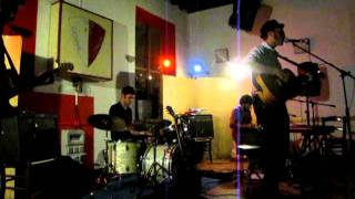 Annie Hall: Ghosts legs live at Giovane Italia, Parma