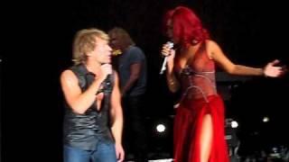 Bon Jovi - Living on a prayer. 6 November 2010 Madrid. Feat Rihanna