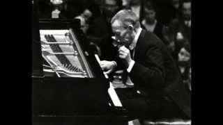 "Rachmaninoff plays Tchaikovsky Les saisons, ""Troika"""