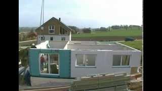 Construção de uma casa pré-fabricada.