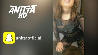 Anitta dançando Festa da Árvore do Mc Th no Snapchat