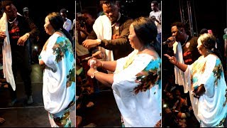 Medikal's Mother Jump on Stage to Dance Shaku Shaku at Son's Concert...