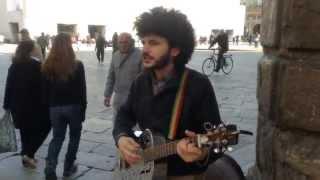 Artista di strada - Jack Cantina - suona e canta Lucio Dalla
