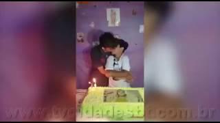 Parabéns com beijo entre meninos de 12 e 14 anos Pabllo Vittar presente