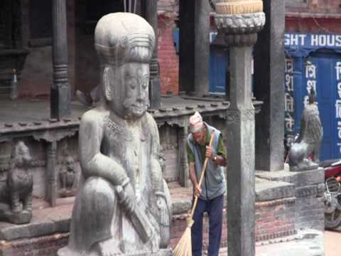Old man sweeping in Bakthapur, Nepal, round the world trip of David and Ronnie