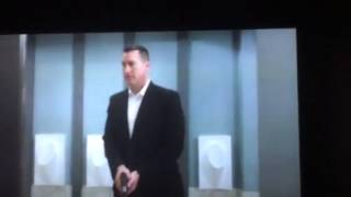Dumb and Dumber to - Bathroom scene