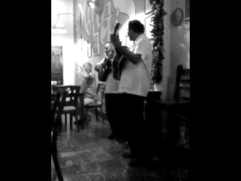 Nicaragua – guitar players in Granada