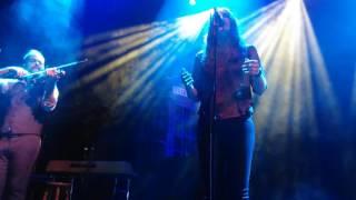 De haberlo sabido cantada por Nina en el concierto de Quique González.