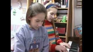 MARIA TOLEDO cantando con 8 y 12 años
