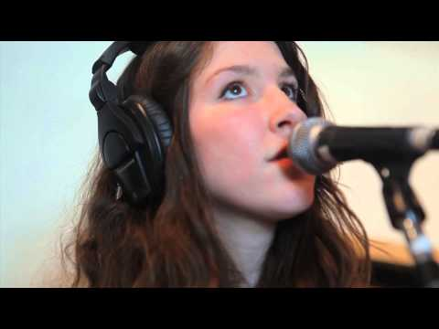 widowspeak-thick-as-thieves-live-on-kexp-kexp