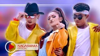 Siti Badriah - Lagi Syantik (Official Music Video NAGASWARA) #music width=