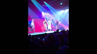 Pharrell Williams - Come Get It Bae (feat. Miley Cyrus) - The GIRL tour live in Paris