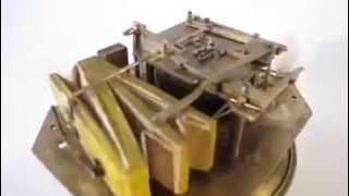 Maquina antiga produz som de passarinho cantando.