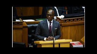 Gigaba declares 'war on queues' at home affairs offices