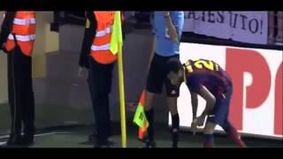 FULL Dani Alves EATS BANANA Thrown by Fan During Barcelonas Win at Villarreal