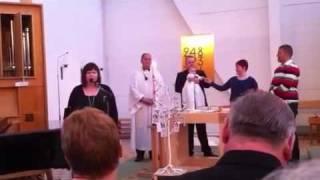 Sara sjunger för Felix, dopdagen 11/2 2012