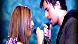 Quand Enrique Iglesias embrasse Nadiya sur la bouche- VIDEO