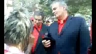 dr  Thürmer Gyula, az MKMP elnöke beszélget a budapesti utcán 2012 09 29