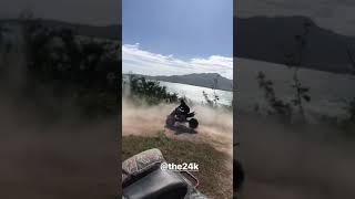 Cosculluela se pasea en su moto