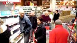 Nasraný důchodce a šílenství v libereckém obchodě! Lidé se rvali o zlevněný olej.