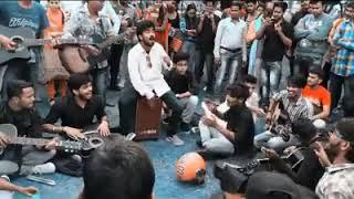 Dulhe ka sehra / Dhadkan Dhadkan roadside performance! Isko dekh dala to life jinga lala