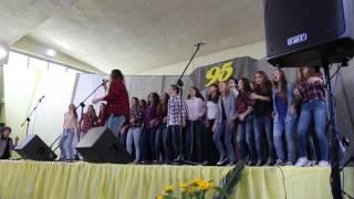 """Dżem """"Wehikuł czasu"""" śpiewa Monika Kręciwilk + chór"""
