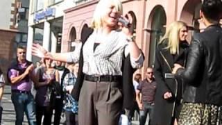 """Lisa Bund mit """"Finally"""" live in der Mainzer Innenstadt 2010"""