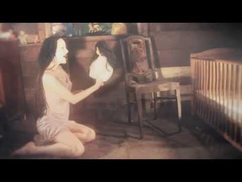 Coloured de Leandra Letra y Video