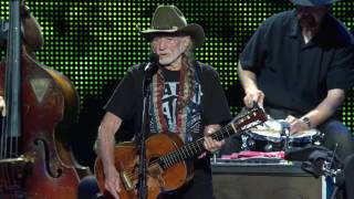 Willie Nelson & Family – Always on My Mind (Live at Farm Aid 2016)
