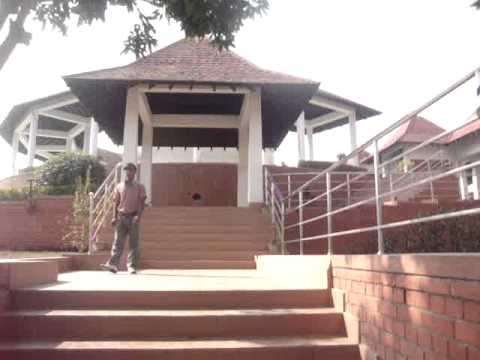 11 Prof  Juan Lázara recorre monasterio budista de Sri Lanka en Lumbini, Nepal, lugar de nacimiento de Buddha