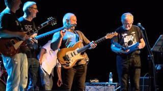 Widok na Bluesa Band - Oni zaraz przyjdą tu