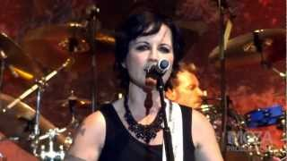 The Cranberries - Free to decide (Live in Manila)