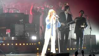 Florence and the Machine-All you need is love-Paris Zenith 2015-12-22