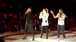 2NE1's CL & Black eyed peas - Where is the Love LIVE @ MAMA SINGAPORE 2011