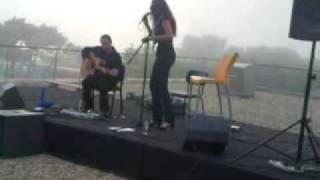 Rosa Cedrón canta Se nos deixan en el Verbum de Vigo