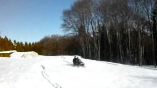 Ros alla guida della motoslitta pazza